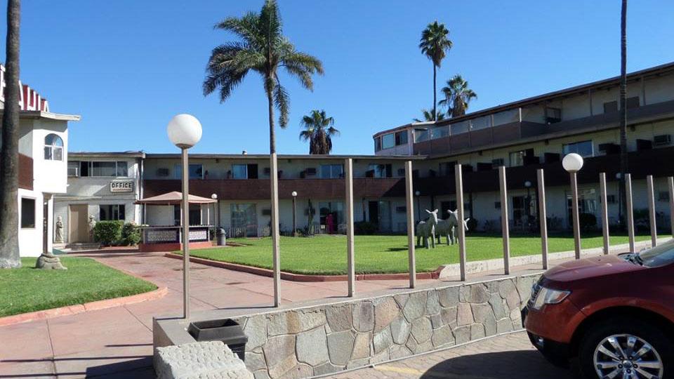Hotel Bahía Ensenada 01